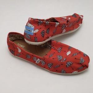 Tom's singing in the rain shoes